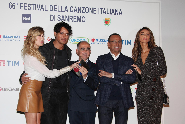 Con Virginia Raffaele, Gabriel Garko, Carlo Conti e Madalina Ghenea alla conferenza stampa del Festival di Sanremo 2016 che ottenne il 50% di share.