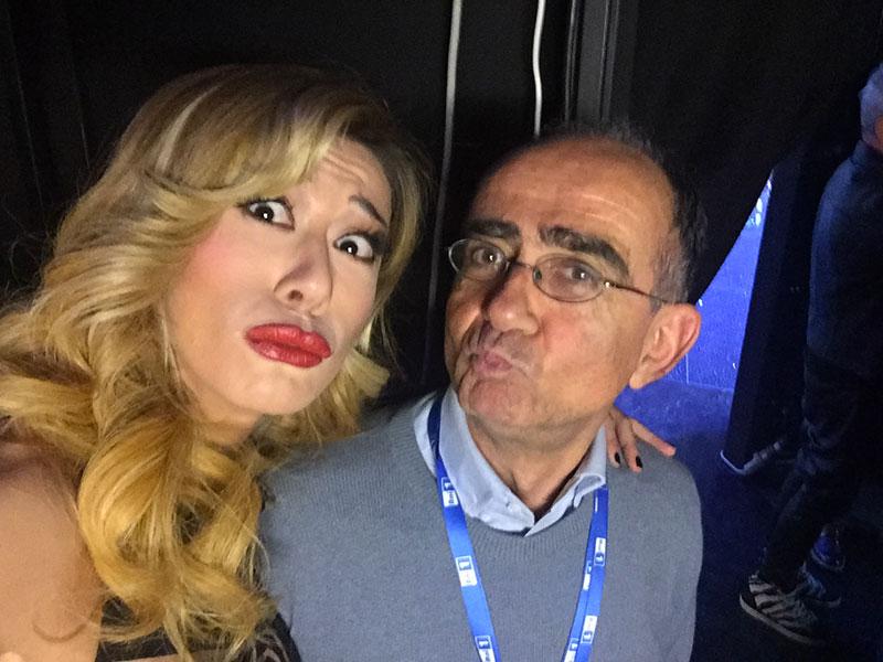 Virginia Raffaele è un talento naturale ed è destinata ad essere sempre più centrale nell'intrattenimento tv. RAI, Mediaset, SKY se la contenderanno per i prossimi anni perché lei rappresenta il presente ed il futuro dello spettacolo colto e divertente. Quasi un ossimoro che lei riesce ad interpretare benissimo.
