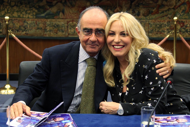 Antonella Clerici è un punto di forza dell'intrattenimento di Rai1. Dalla Prova del cuoco ai format di prima serata al Festival di Sanremo. Lavoratrice instancabile e professionista di primo livello. Darà ancora molte soddisfazioni.