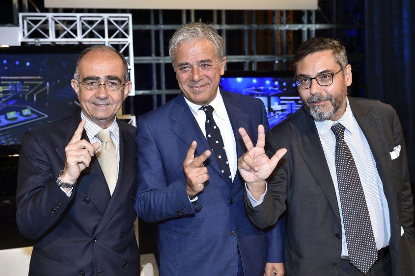Uno, due, tre. Nel 2013 i tre direttori (Leone Rai1, Teodoli Rai2, Vianello Rai3) presentano i palinsesti tv al mercato pubblicitario. Molte novità nella programmazione e qualche conferma.