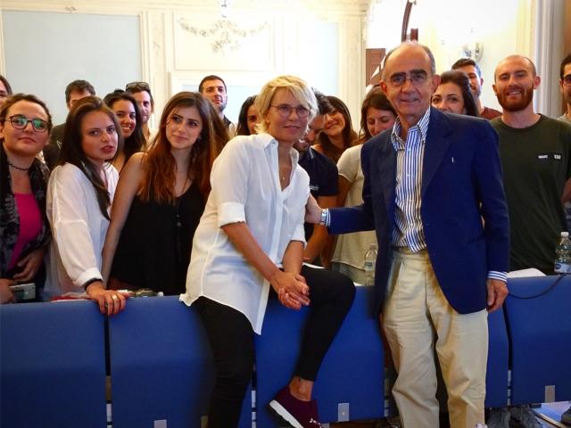 Maria De Filippi ha raccontato agli studenti di Luiss Business School, Corso di Global Television per i Master di Writing School e Gestione della Produzione, alcuni segreti del suo successo e del suo ruolo di produttore con la società Fascino.
